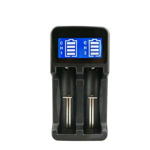 Univerzální nabíječka baterií
